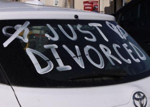 Γάμος ή χωρισμός; Τι επιλέγουν τα ζώδια;